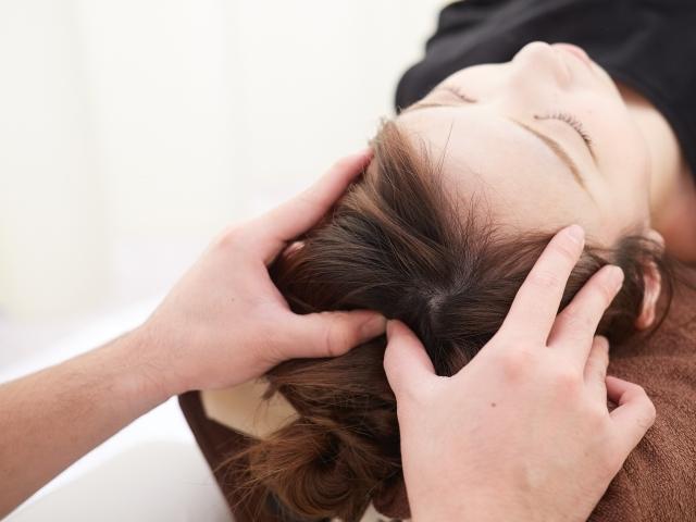 頸椎や頭蓋骨の歪みを整える施術で再発しにくい身体へ導きます