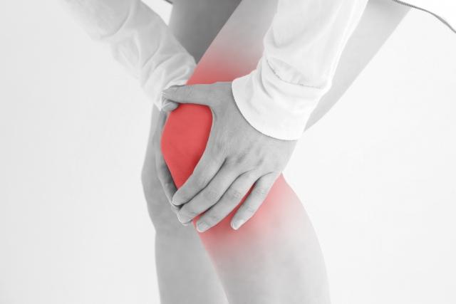 膝にかかる負担の蓄積や身体の歪みも膝痛の原因になります