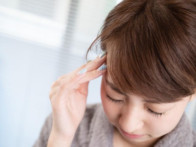 眼精疲労や動作の癖も頭痛の原因になります