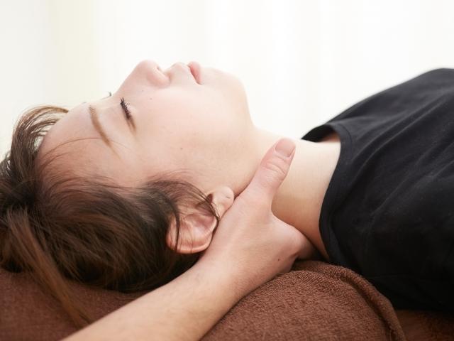 身体の歪みを整えて自律神経のバランスを改善する施術です
