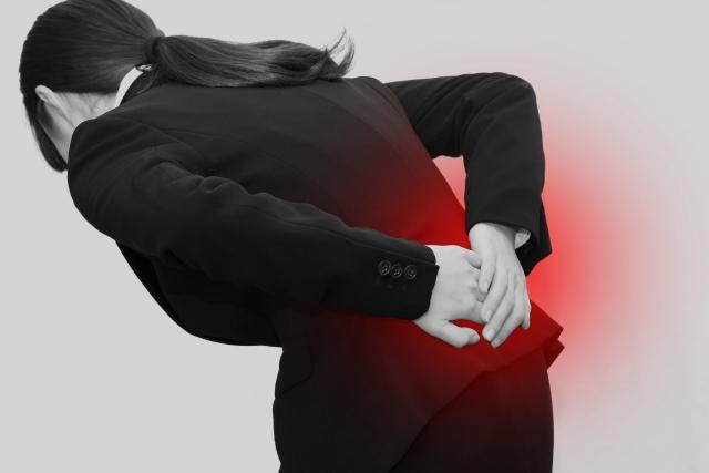 腰に負担をかけすぎる事もすべり症の原因になります