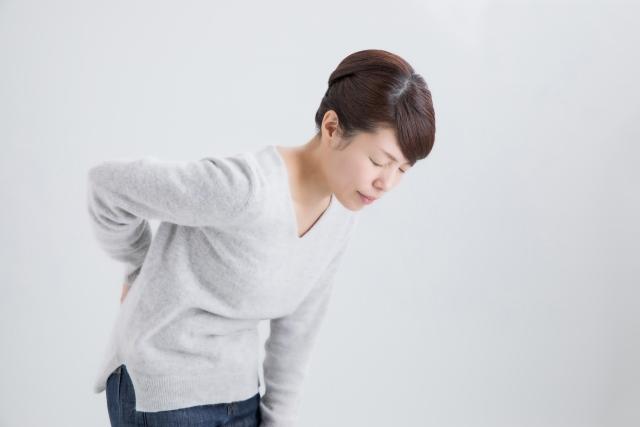 姿勢の悪さや骨盤の歪みも腰痛の原因になります